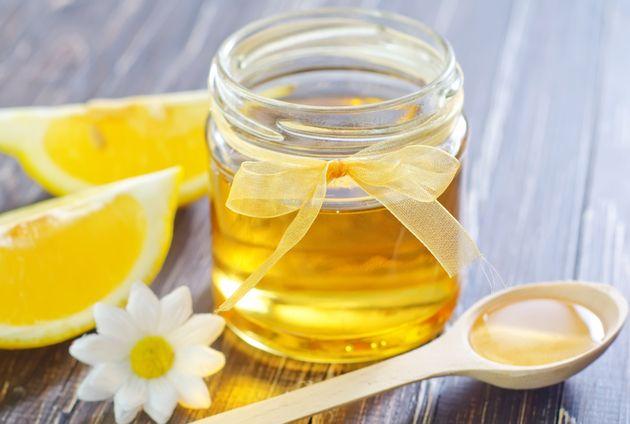 BOMBĂ de sănătate – propolis, nucă, lămâie și miere