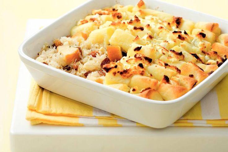 Kijk wat een lekker recept ik heb gevonden op Allerhande! Zuurkoolschotel met geitenkaas en appel