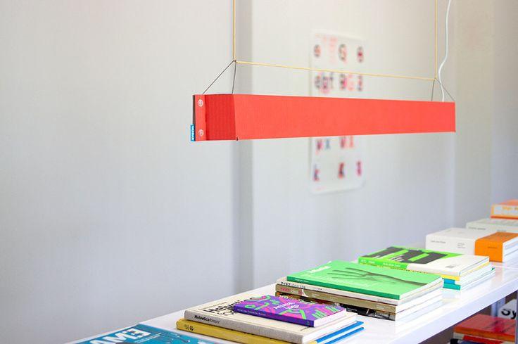http://blog.designersko.pl/lampa-numerouno-duch-przemyslowej-przeszlosci-berlina/ -  Lampa Numerouno projektu Johannesa Kiesslera udowadnia, że design to nie tylko projektowanie nowych rzeczy, ale umiejętne wykorzystywanie tego, co mamy.