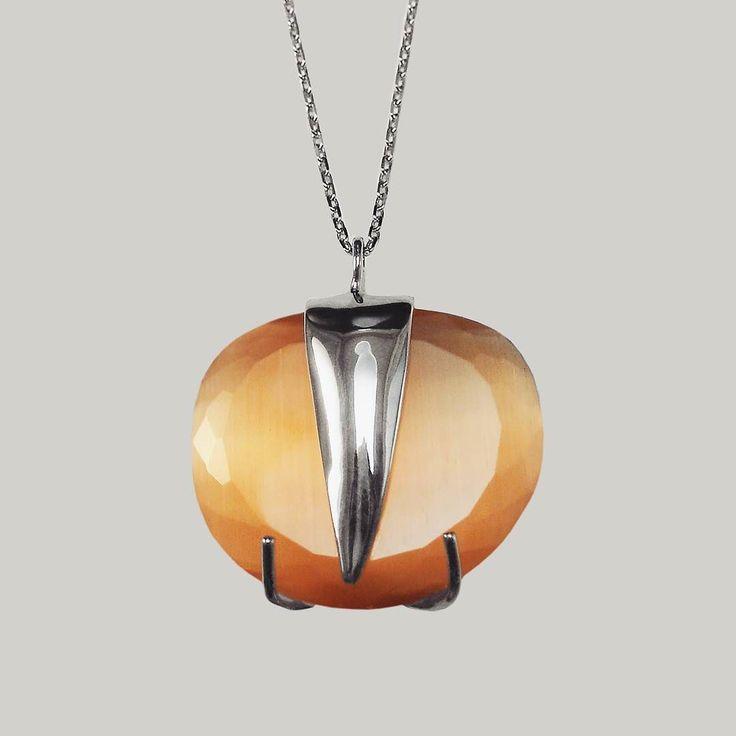 """Medalha em Prata de Lei 925 com Pedra de Cor Caramelo. Uma jóia sensualmente """"doce""""  Gosta?   Ainda temos para encomenda  em www.imperiodaarte.pt  Ref. SENS6  Aproveite os 20% de desconto na sua primeira encomenda!Enviamos  para mais de 200 países!  #followback #pedrovieiraalves #instagood  #silver #women #unique #l4l #shop #buyit #love #instalove #jewerly #gondomar  #joalharia #perfection #elegance #portugal  #madeinportugal  #unique #oporto #douro  #sterling #925 #fashion #artlovers…"""