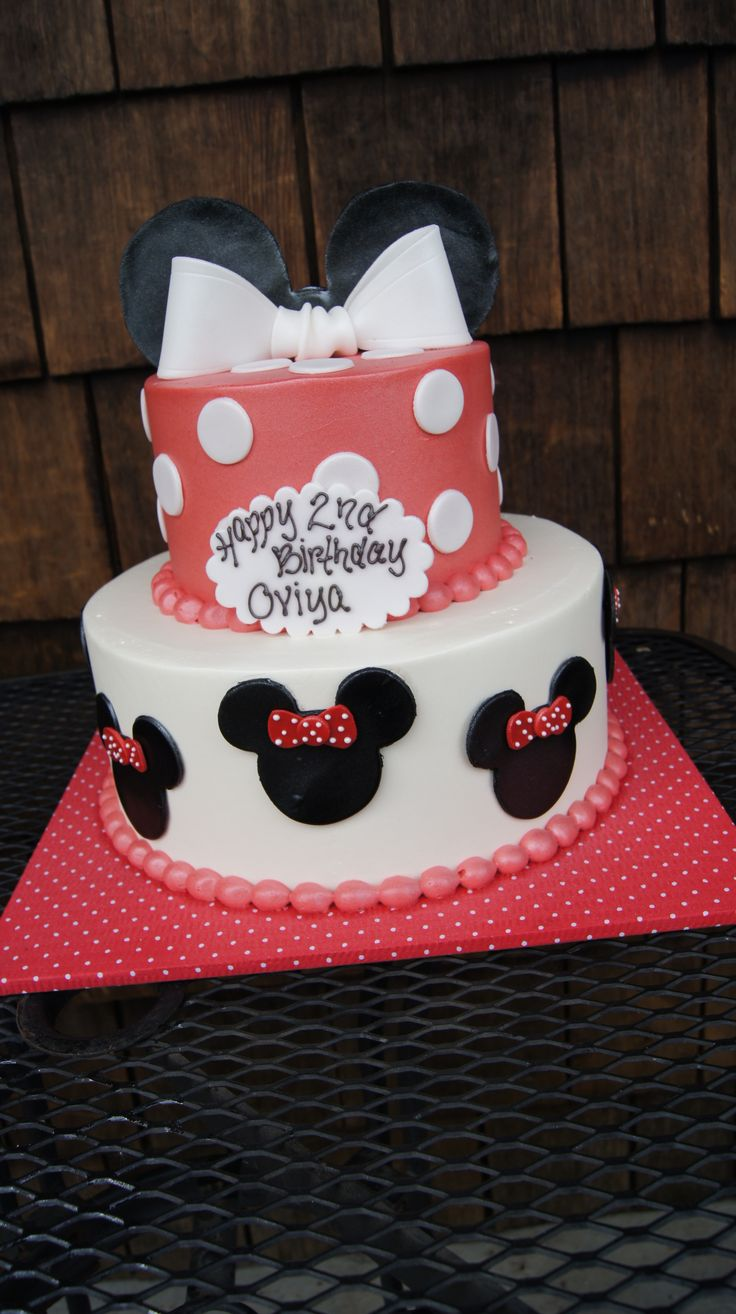 Tiered red and white Minni Mouse birthday cake