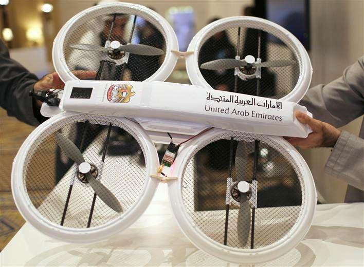متحدہ عرب امارات میں اب ڈرون شہریوں تک دستاویزات اور دوائیں پہنچایا کریں گے   http://www.itnama.com/2014/02/uae-government-to-deliver-documents-via-drone/
