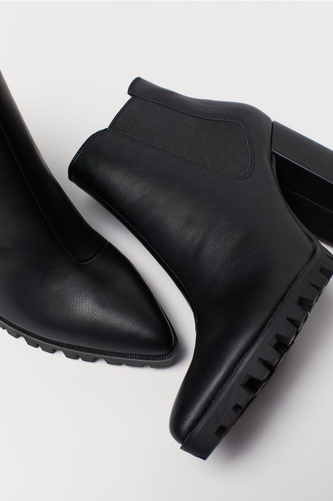Ankle Boots with Pointed Toes - Black