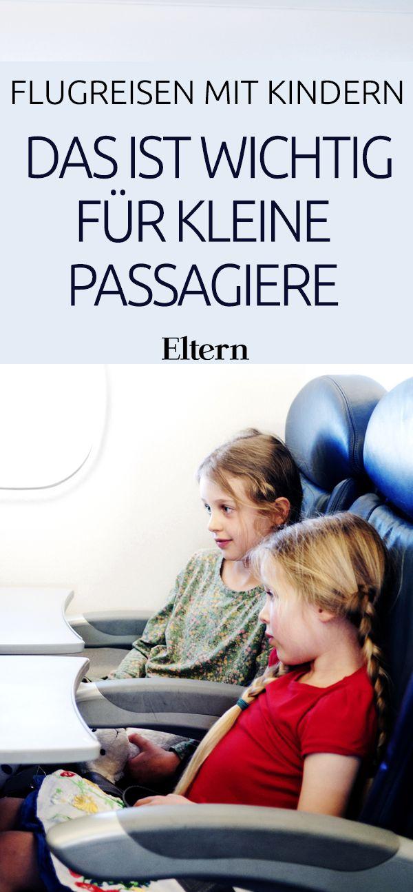 Wenn Sie mit Kindern in den Urlaub fliegen, sollten Sie einiges beachten, damit Ihre Nerven nicht in Turbulenzen geraten. Wir beantworten Ihre Fragen rund um Handgepäck, Kindersicherung und Boarding.