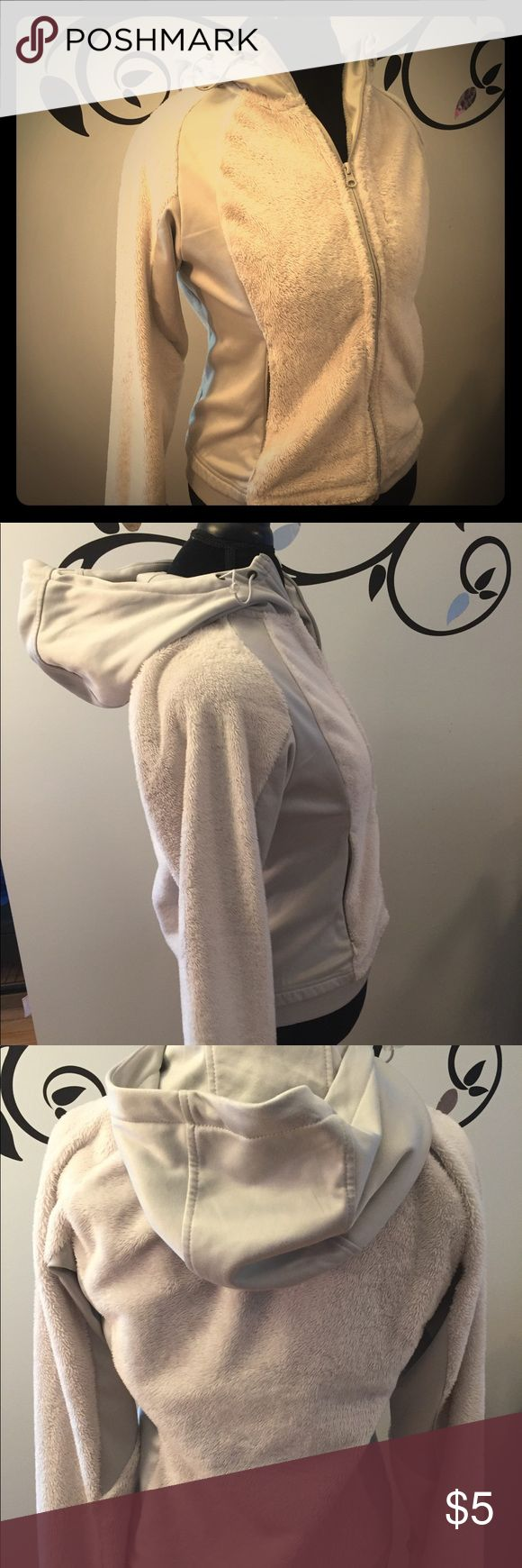 🌈🆕EUC Canyon Creek Gray & Silver Zip Hoodie Coat 🌈🆕EUC Canyon Creek Gray & Silver Zip Jacket. Zip up jacket has a combination of fuzzy fleece and stretchy tech fabric. Nice sized hood. Women's size Small. Great for jogging. Canyon Creek Tops Sweatshirts & Hoodies