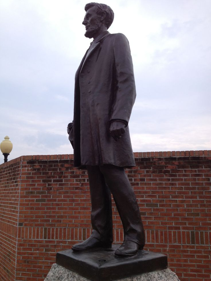 Abraham Lincoln statue; on the square, Clinton Illinois