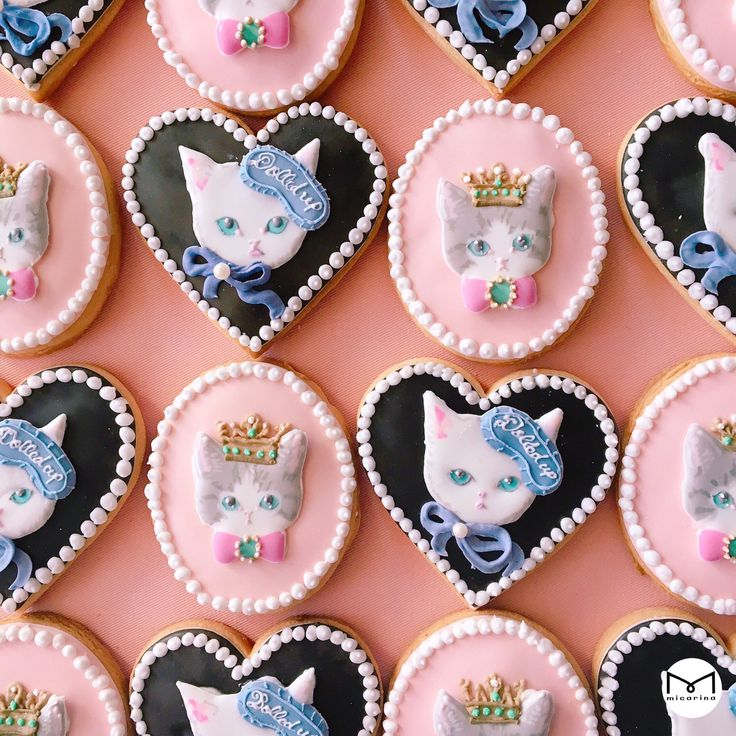 adorable kitty cookies