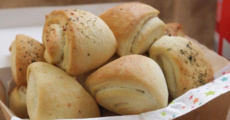 Prepara unos riquísimos panecillos de ajo con esta idea de TAPITAS Y POSTRES. ¡Perfectos para acompañar tus comidas!