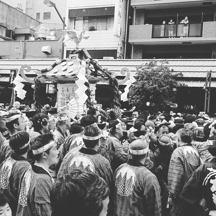 During the matsuri, three large mikoshi which house the gods and many others, are carried around the Asakusa area where tens of thousands of spectators gather to watch the event.