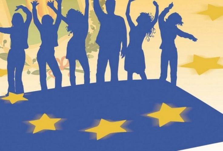 Migranti, l'Italia, sempre più sola, deve pretendere la cittadinanza europea