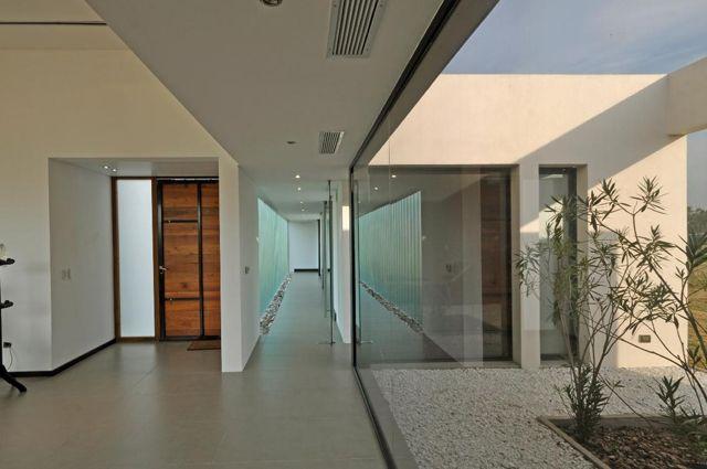 Terravista House (2012) Proyecto  Más información:  http://vanguardaarchitects.com/es/what-we-do.php?sec=house&project=127  #Arquitectura #Architecture #Disenio #Design #SittingRooms #SalaDeEstar