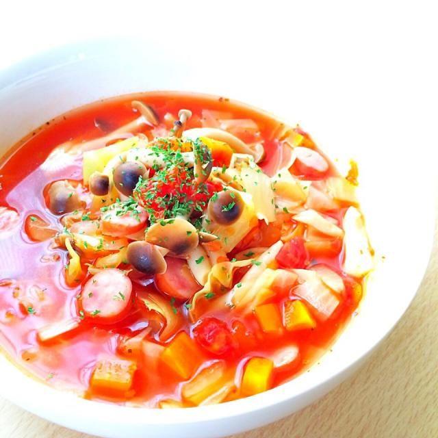 翌日は煮詰めてミネストローネにしたり、カレーにリメイクしたり。 - 7件のもぐもぐ - キャベツたっぷりトマトスープ by na7e