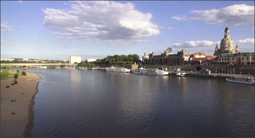 Schitterende kijk op Altstadt Dresden vanaf de rivier De Elbe. #dresden #elbe #altstadt