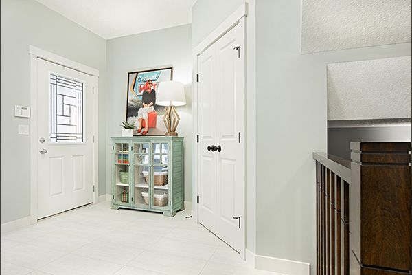 Foyer / front entry