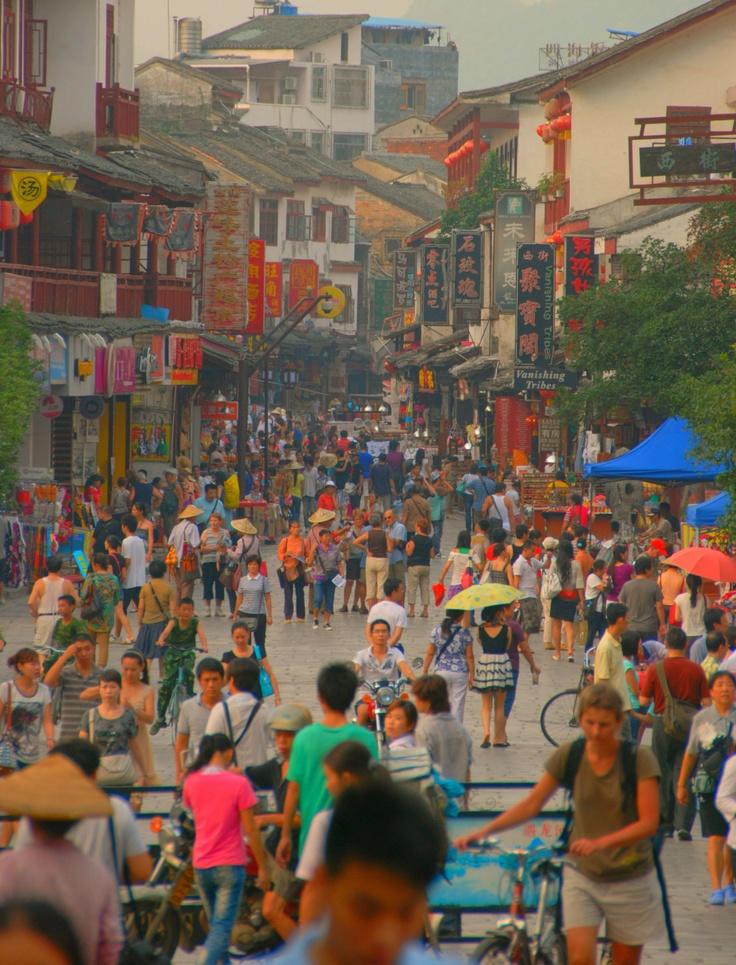 Pusat belanja di Yangshuo, Guilin, China