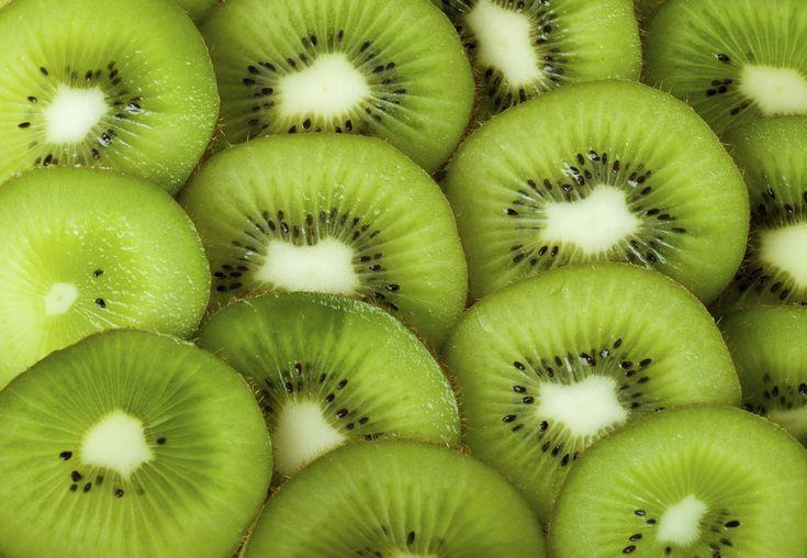 Il kiwi è un frutto ricco di vitamina C e antiossidanti, ottimo per seguire una dieta ipocalorica, con la dieta del kiwi riuscirete a perdere peso in una sola settimana, scopriamo dunque il programma settimanale da seguire: Colazione: la prima colazione è uguale tutti i giorni, potete scegliere tra un tè oppure una spremuta di …