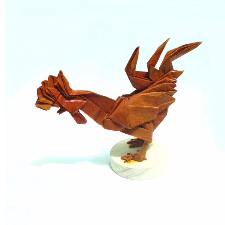 Gallo de Satoshi Kamiya , papel kraft con tintes vegetales , plegado por mi. #origami
