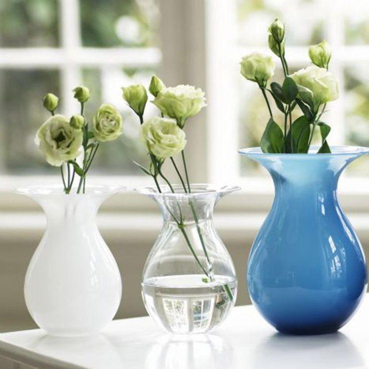 Die Shape Blumenvase von Holmegaard. Designet von Peter Svarrer. Blumenvase, mundgeblasenes Glas.
