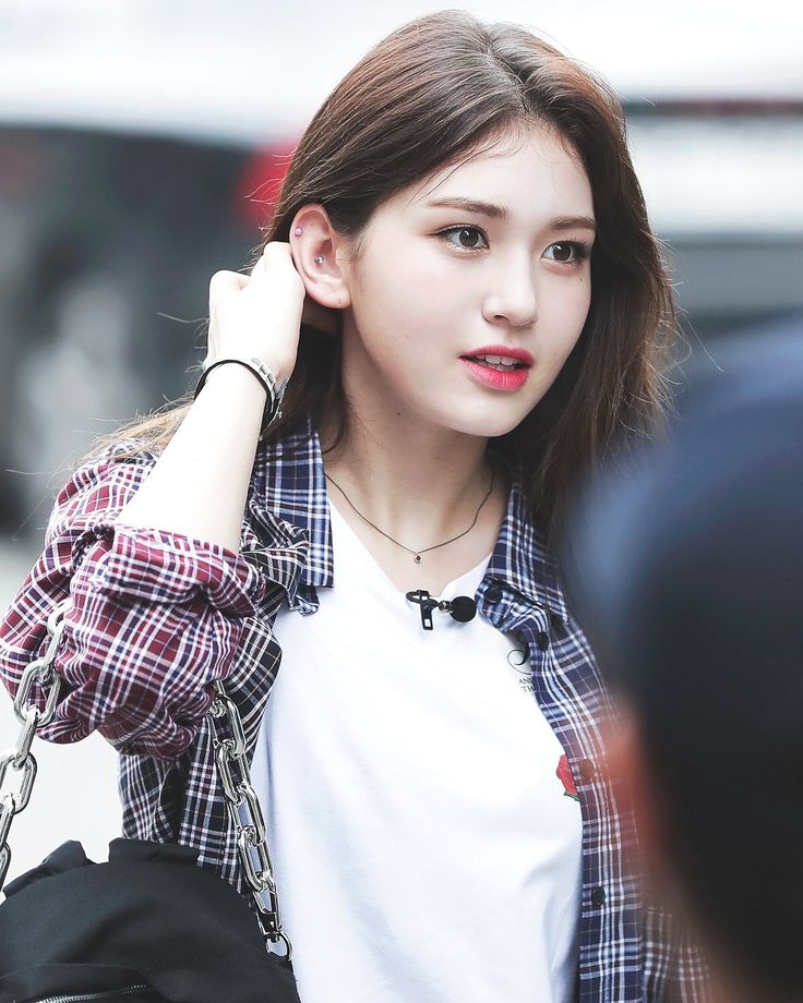 "708 lượt thích, 3 bình luận - 百度Somi吧 Somi Bar (@somibar) trên Instagram: ""[PIC] 170512 Somi on the way to Music Bank rehearsal 音乐银行上班/外出高清饭拍 cr.vitalsign #Somi #JeonSomi…"""