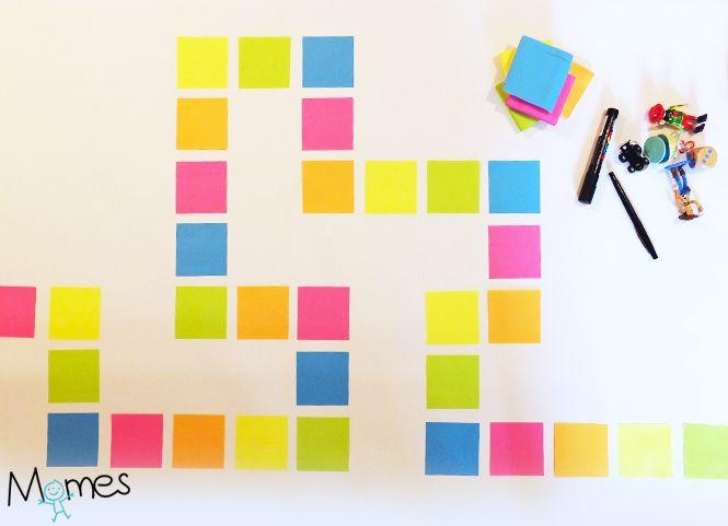Créez facilement un jeu de l'oie personnalisé géant ! Avec de simples post-it, un marqueur, des bonhommes, un dé et vos bonnes idées vous obtenez un jeu unique que vos enfants vont adorer concevoir avec vous. Momes vous propose de devenir concepteur de jeux, avec trois fois rien.