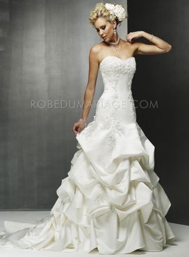 Robe de mariée princesse pas cher élégante Prix : €124,99 Lien pour acheter : http://www.robedumariage.com/robe-sirene-evasee-corsage-appliquee-satin-robe-de-mariee-drapee-product-932.html