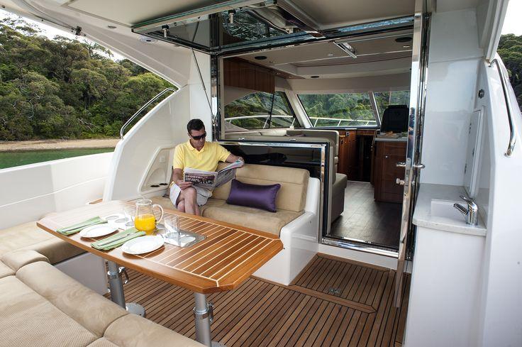 Riviera 4400 Cockpit