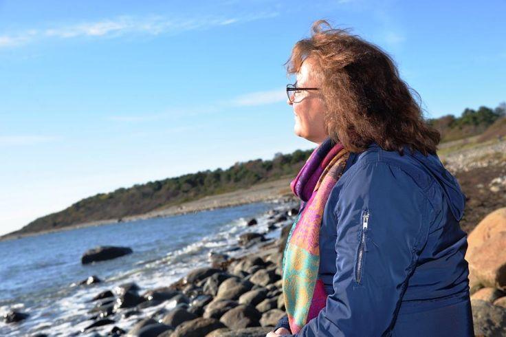 Hvordan tror du det er å oppfostre seks barn, hvor fire har autisme? Dette var virkeligheten til Anne-Marie Gilbu. Nå forteller hun sin historie i boka «Kontrakten». Hun har seks barn, fire med diagnose autisme. Anne-Marie har kjempet en lang…
