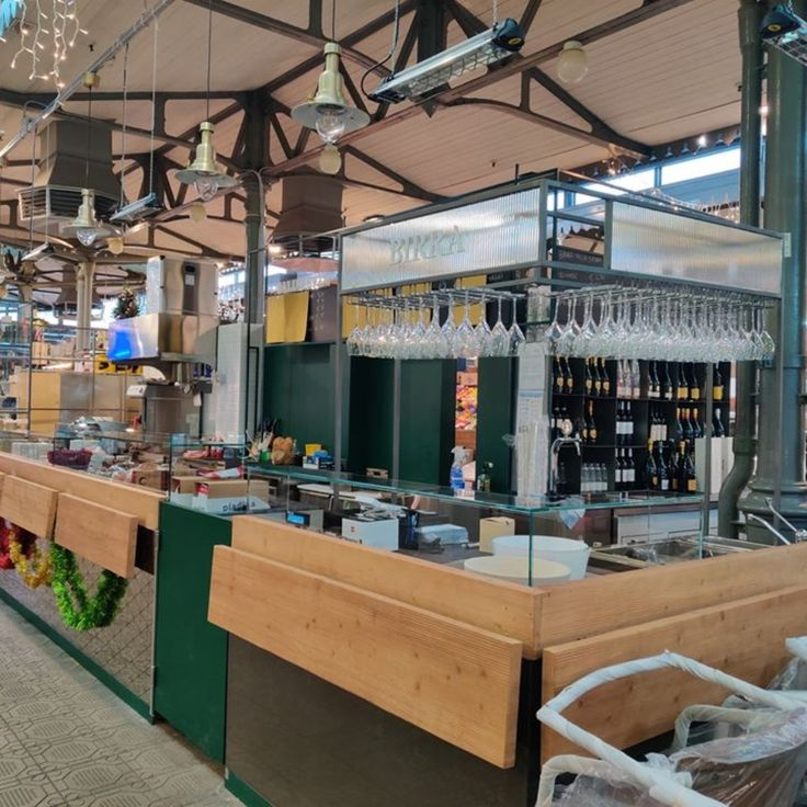 All'interno del Mercato Storico Albinelli di Modena, L ...