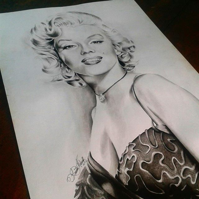 #marilynmonroe hecha en tinta china sobre canaletto #venezuela #tatuaje #ink #love #happy #art #artevenezolano #latina #delsur #pasion #tatuadora #tattoomachine #tattoo #artistadeltatuaje #tatuajes #color #prismacolor #work #drawing #marilynmonroe #sensual #sexy #arte #machine #artistadeltatuaje #pinupdoll #pinup #ink #intenzeink