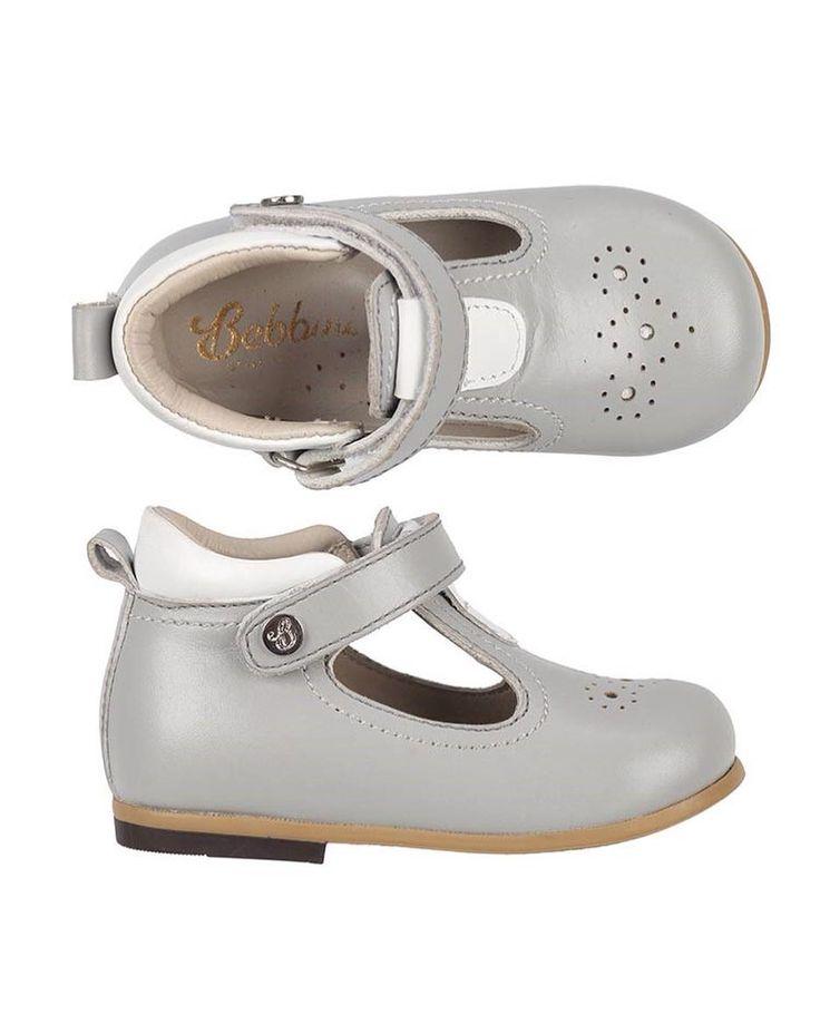 Bebbini Gri Cırtlı İlk Adım Unisex Çocuk Ayakkabısı 149.90 TL 19-20-21-22-23-25 numaralar  Bebbini modelleri yüksek kalite hakiki dana/keçi derisi kullanılarak %100 el işçiliği ile üretilmektedir.  Modellerimiz bebek/çocuk ayak anatomisine uygun olarak hazırlanmaktadır.  Ayakkabılarımızın topuk bölümünde kullanılan yumuşak topuk pedi çocukların yumuşak bir zemine basarak ayaklarının rahat etmesini sağlamaktadır.  Ürünlerimizde domuz derisi ya da suni malzeme kesinlikle…