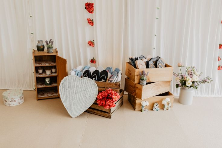 Flip flops for tired feet are a brilliant idea but don't remember the beautiful styling to go with it. Photo by Benjamin Stuart Photography #weddingphotography #flipflops #weddingdecor #receptiondecor #guests #tiredfeet #countrywedding #dancefloor