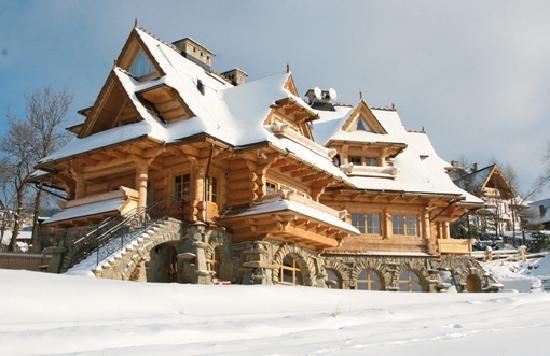 http://media-cdn.tripadvisor.com/media/photo-s/01/c7/dd/be/wooden-house.jpg