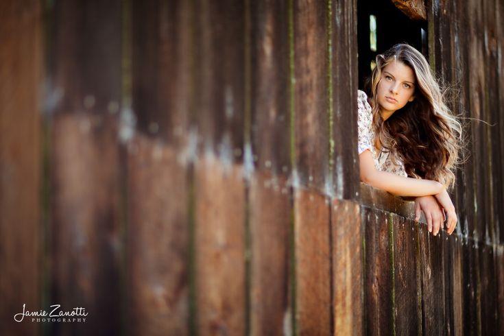 senior girl pictures - rustic barn window