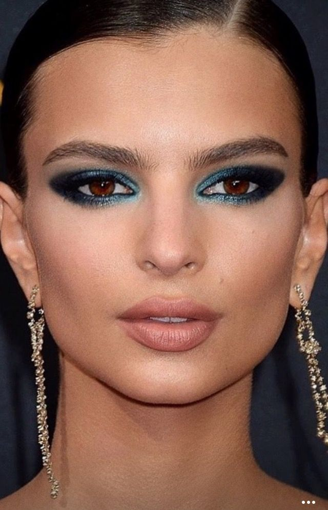 Glam blue makeup from @emrata on instagram. The beautiful Emily Ratajkowski for the EMMYS 2016 by makeup artist Hung Vanngo  (instagram @hungvanngo) with LORAC Cosmetics