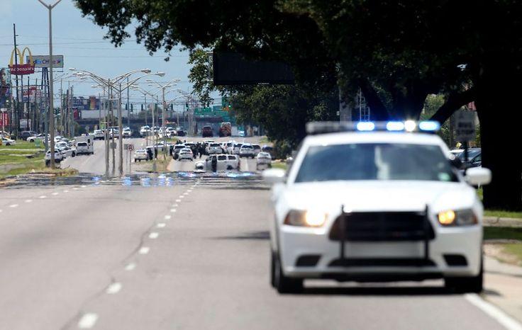Auto della polizia di Baton Rouge lungo l'Airline Highway.