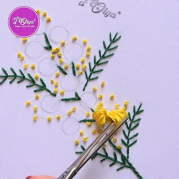 ¡Hola! Mira cómo bordar flores de mimosa. Hand Embroidery Patterns Flowers, Hand Embroidery Videos, Embroidery Stitches Tutorial, Embroidery Flowers Pattern, Learn Embroidery, Hand Embroidery Designs, Embroidery Techniques, Crewel Embroidery, Types Of Embroidery Stitches