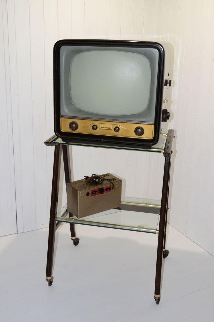 Televisione Telefunken appoggiato al mobile e il trasformatore. 1950-60