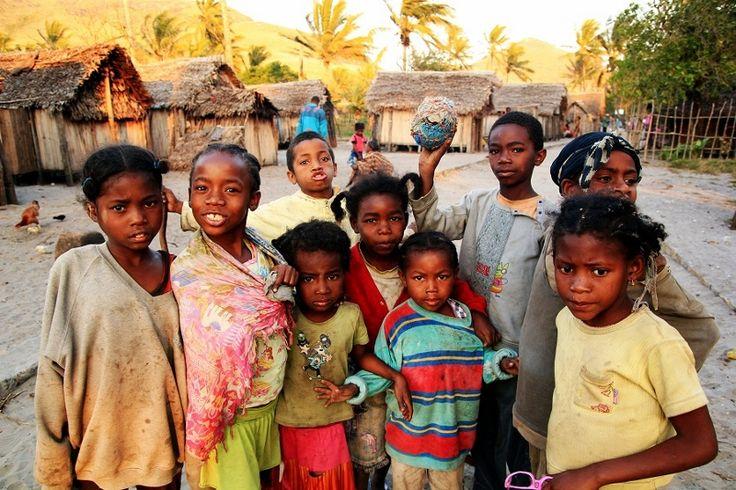 Skąd się wzięły na Ziemii kontynenty? Dlaczego Nyepu z Kenii ma ciemniejszą skórę niż Jane ze Szwecji? Co zrobić kiedy zbliża się w Japonii trzęsienie ziemi? Wszystkiego dowiecie się na naszych nowych warsztatach, na które już teraz Was wszystkich bardzo serdecznie zapraszamy!