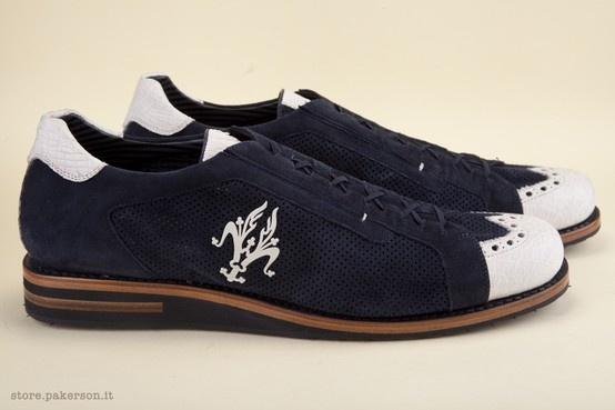Blue laced shoes in chamois leather and Alligator skin. - Scarpe blu allacciate in camoscio e pelle di Alligatore. http://store.pakerson.it/alligator-leather-shoes-35081-indaco-panna.html