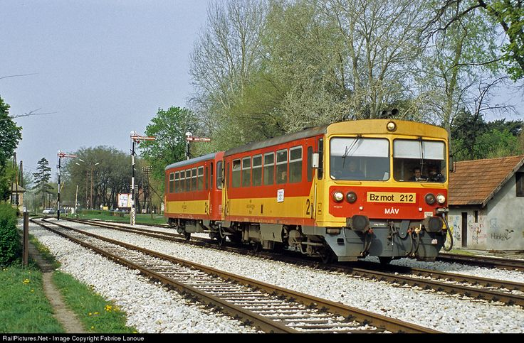 Hugarian DMU in Serbia: 212 ZS - Zeleznice Srbije Bz mot at Palic, Serbia and Montenegro by Fabrice Lanoue