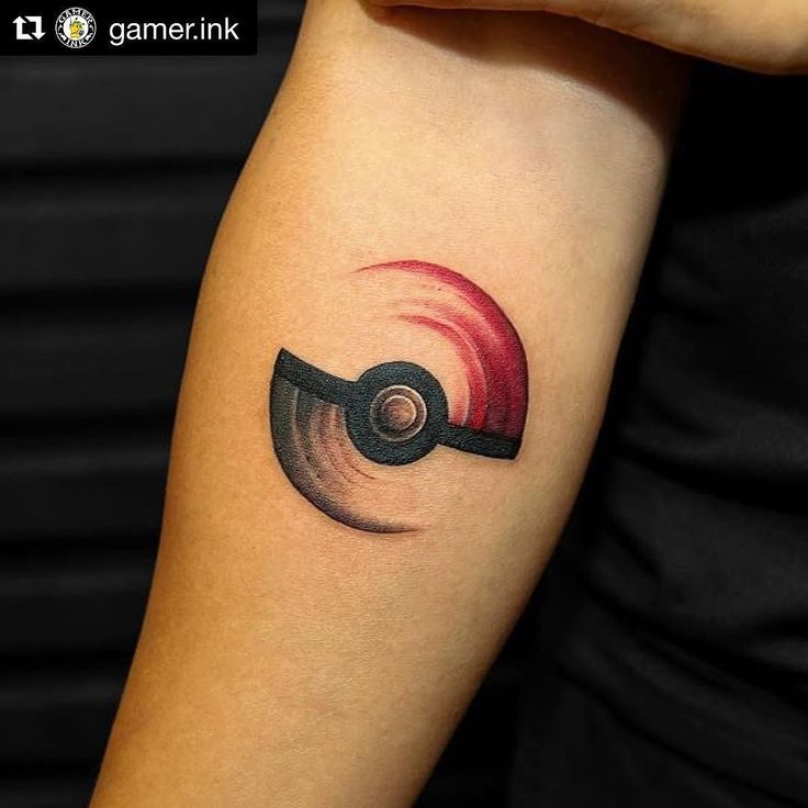 Are you playing #PokemonGo ?! Check out this awesome #Pokeball tattoo by @georgiagreynyc.