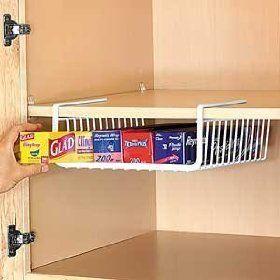 Save space & don't lose a whole drawer to store food wrap! / Pourquoi sacrifier un tiroir; Économisez de l'espace en rangeant cellophane et sacs pour aliments dans ce support de tablette.
