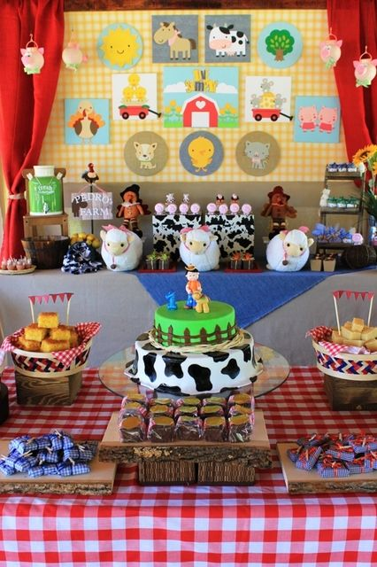 Charlottes web party. How stinkin' cute is this idea?....this is happening for one of my future children's birthdays