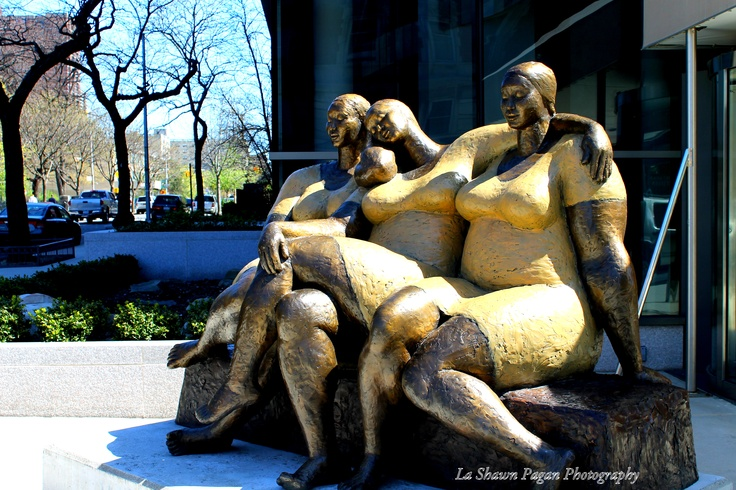I saw this sculpture on 120th Street, 5th Avenue, I love the structure of it, and how the ladies are full figured...it's great