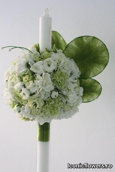 Nu putem sa vorbim despre un anumit model standard sau un stil clasic al aranjamentelor florale pentru botez, pentru ca fiecare dintre noi avem o alta viziune asupra conceptului « clasic », de la designul simplu sau sobru pana la culori sau tonuri traditionale. Iconic Flowers by Madalina Sandu, Bucuresti