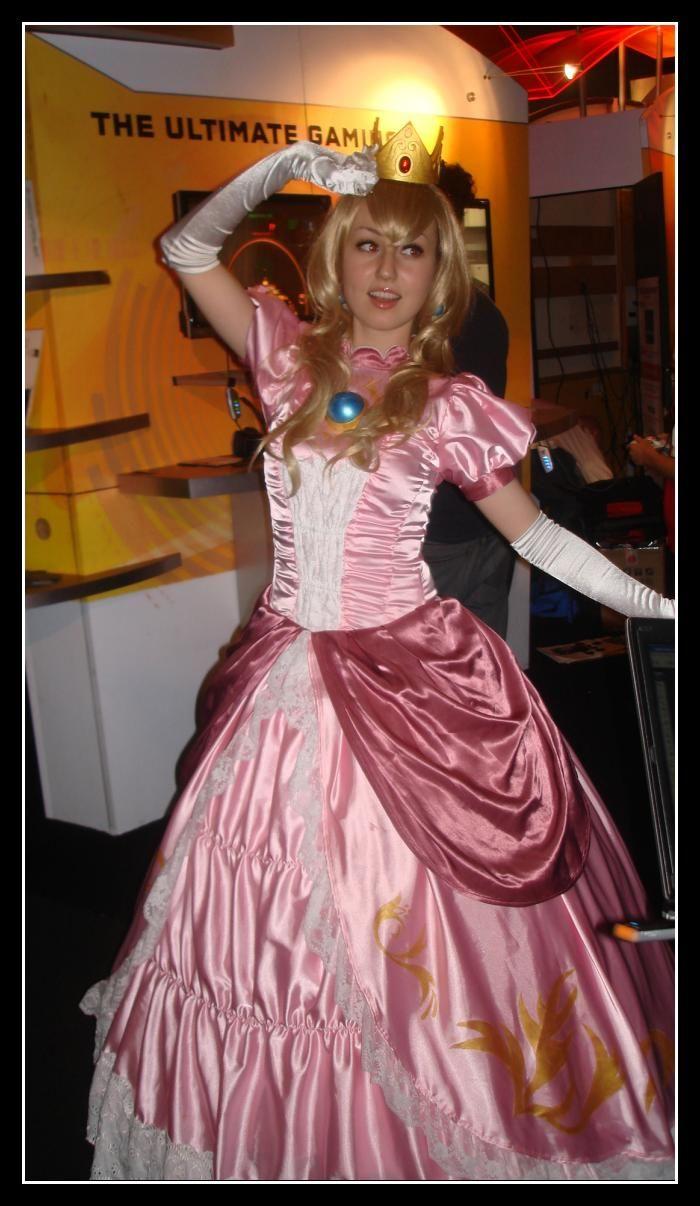 Super Mario Bros Princess Peach Costume