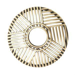 Crosshatch Brass-Illumalid  Designen är exlusiv för Yankee Candle. Mått: höjd 35 x b 80 x d 80 mm  Illuma Lid är designad för att reducera effekterna av drag. Locket separerar den varma luften från den kalla vilket i sin tur stabiliserar lågan och gör att ditt ljus brinner stadigare. Vaxet smälter ända ut i kanten och maximerar brinntiden. Illuma Lid passar till Medium och Large Jars.  #YankeeCandle #Illumalid