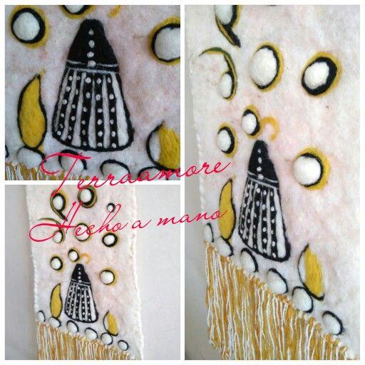 Telar decorativo hecho en fieltro húmedo Figura selknam mujer tanu.