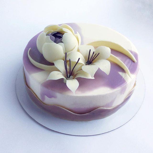 23 февраля позади, 8 марта впереди🌷! Заказывайте торты и пирожные для любимых женщин уже сейчас, 8 марта будет уже поздно😉  А на фото торт, которым маму порадовали в день рождения любящие сын и его жена.