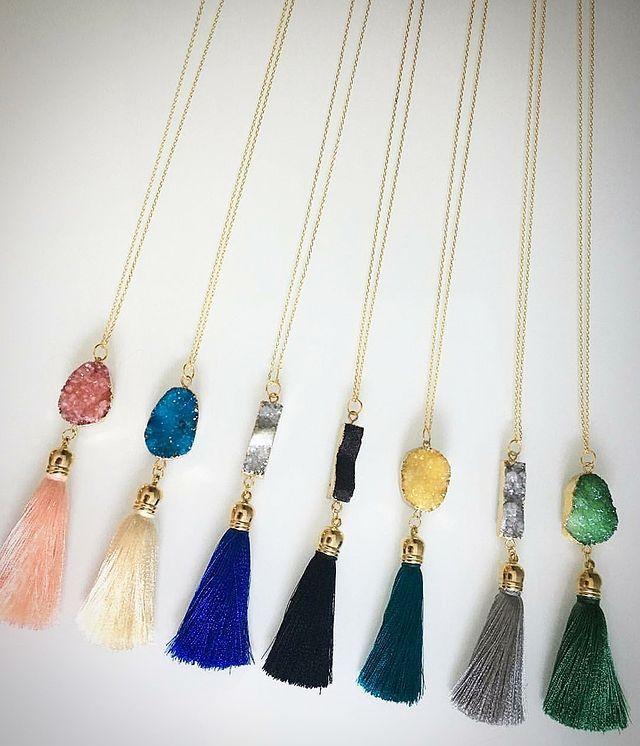𝑻𝒐𝒐𝒌𝒂𝒏 𝑮𝒂𝒍𝒍𝒆𝒓𝒚 On Instagram گردنبندهای بلند بازنجیر استیل و آویز پلاک سنگ نمک و منگوله ی ابریشمی هرر Crochet Jewelry Tassel Necklace Jewelry